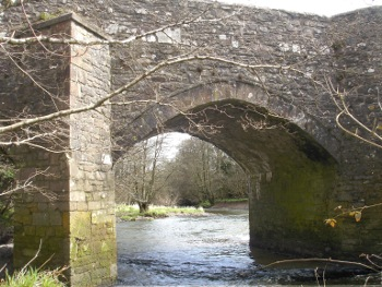 River Torridge flowing through Sheepwash Bridge